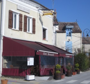 Even in 2012, many restaurants in France still close for the midday break or -- like long-standing Chez Fernand in Samois-sur-Seine -- are only open Wednesday through Sunday.