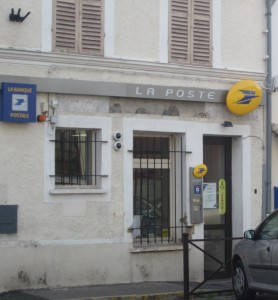Don't DARE be in a hurry when going to La Poste or other businesses in France (or Italy). Life happens when it does ... and you learn to get used to it!