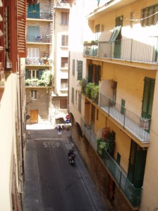 Ahhh ... the pleasant Vicolo del Canneto, a narrow street where I lived when in Florence. It's here that this Type A Capricorn finally learned to appreciate slowing down (well, at least in theory!).